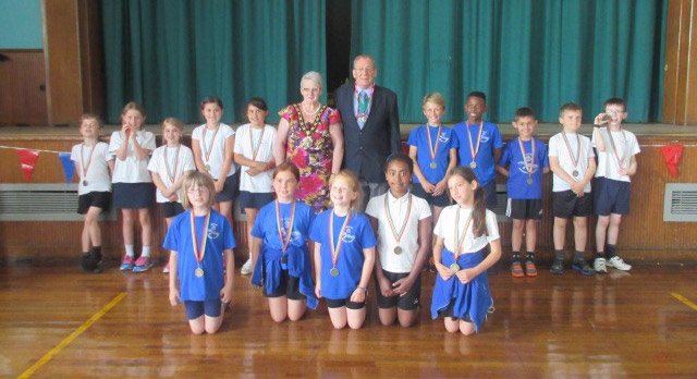 Mayor presents Gold Medals for Dance Festival